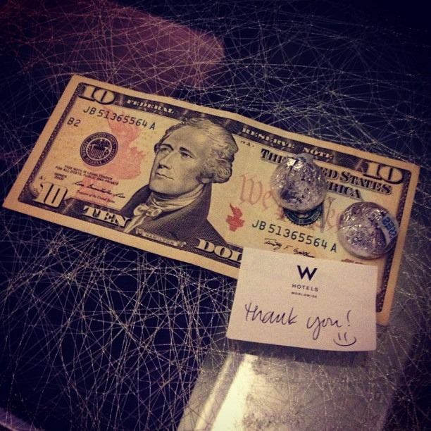 A tip with cash and kisses (Photo: Flickr/DanaRobinson)